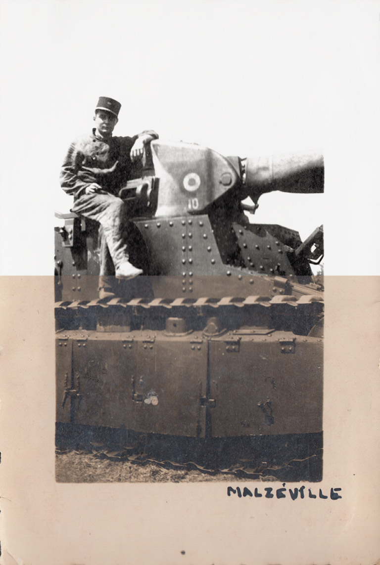 Ancienne photo orange grand père soldat sur un char d'entrainement de la 1ère guerre mondiale